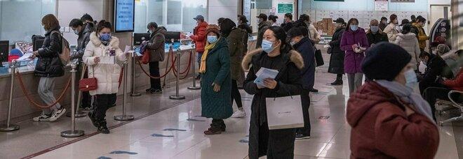 Un morto in Cina: non accadeva da 8 mesi. Oms a Wuhan, 2 membri positivi e niente ingresso