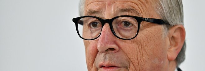 Jean Claude Juncker interrompe le vacanze per un'operazione d'urgenza