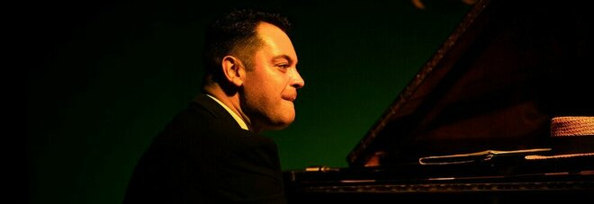 Da pianista jazz a rider per il Covid, Adriano Urso muore di infarto mentre spingeva l'auto con cui consegnava le cene