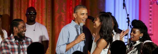 Obama ci ripensa: niente mega party per i suoi 60 anni. Le polemiche covid ridimensionano la festa
