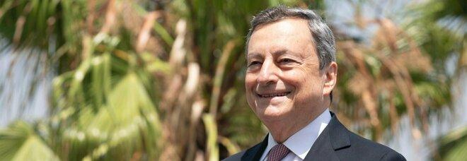 Vaccino Astrazeneca, Draghi: «La seconda dose eterologa funziona. La farò anche io»