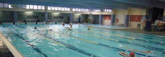Assalto ai corsi di nuoto in coda alle 6 del mattino per - Piscine milano nuoto libero ...