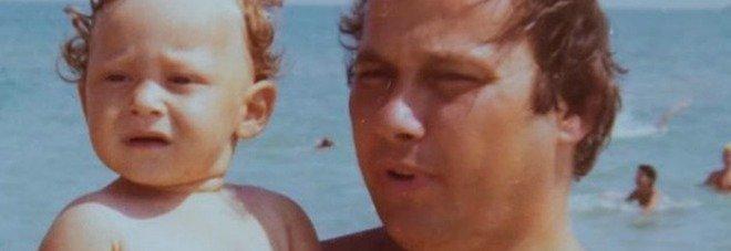 Francesco Totti baby, la foto con papà Enzo fa impazzire i fan: «È uguale ad adesso»