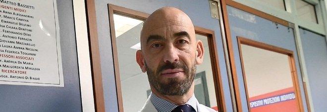 Matteo Bassetti: «I sanitari no vax tradiscono il camice, vanno cacciati» Poi aggiunge: «Ricevo minacce ogni giorno»