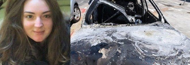 Elisa grida «aiutatemi»: poi muore nell'auto in fiamme finita fuori strada. Aveva 19 anni