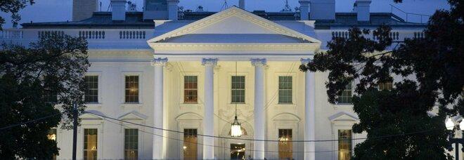 Usa, l'ultima scortesia di Trump: ad accogliere i coniugi Biden sarà l'usciere della Casa Bianca