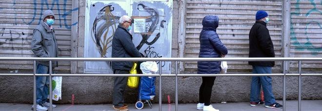 Milano, più di 10mila famiglie finiscono alla Caritas. Gualzetti: «Richieste d'aiuto cresciute del 130% in un anno»