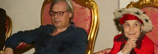 """Bonaria Manca morta a 95 anni. Vittorio Sgarbi ricorda l'artista """"pastora"""": «Le saremo sempre riconoscenti»"""