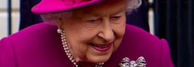 Bimba di 9 anni scrive alla regina Elisabetta: la risposta della sovrana lascia senza parole