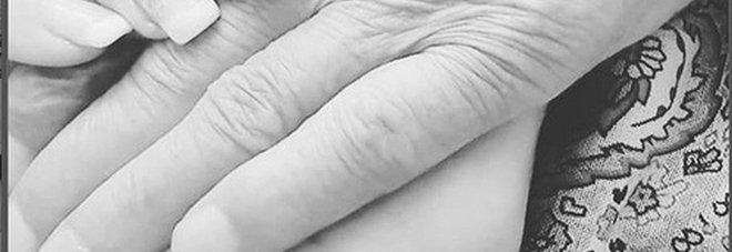 Uomini e donne, lutto per Anna Tedesco. Il saluto social: «Non ho mai imparato a vivere senza di te»