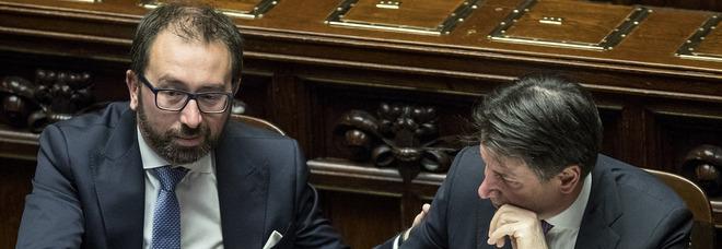 L'ex ministro Bonafede si sposa: ci sarà anche Conte. Grillo, Casaleggio e Di Battista non invitati