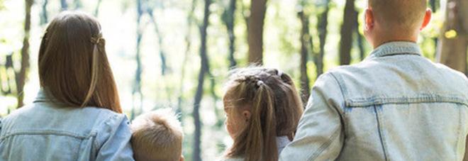 È giusto dare il cognome del papà ai figli? La decisione della Consulta che può cambiare tutto