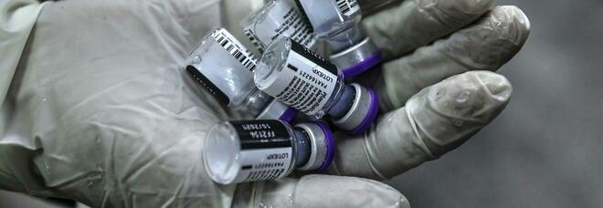 Vaccino terza dose, Ema e Ecdc frenano: «Non è urgente». Chi avrà la priorità e da quando