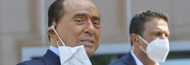 Berlusconi ricoverato da 19 giorni, preoccupazione in Forza Italia: «Come sta davvero? Quando torna?»