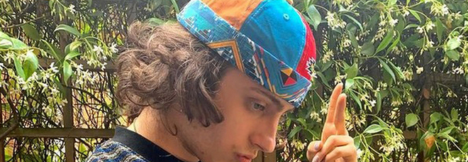 Amici 20, il duro passato di Sangiovanni: «Grossi problemi di ansia e paranoia, ho fatto psicoterapia e preso medicinali»