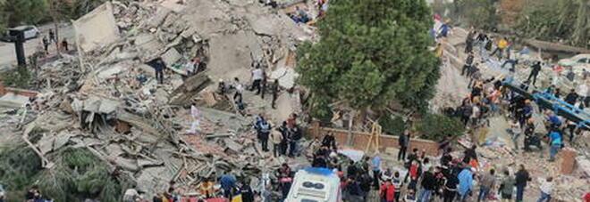 Terremoto Turchia, bambina estratta viva dalle macerie 60 ore dopo sisma. I morti salgono a 83