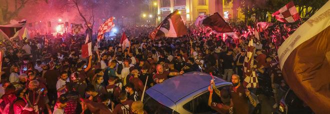 Salerno choc, 28enne morto in un incidente stradale durante i festeggiamenti per la promozione in A