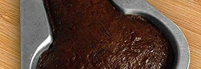 Torta a forma di pene per la festa di compleanno: pasticciera arrestata