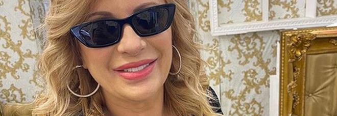Tina Cipollari single e felice: «È finito l'amore tra me e Vincenzo»