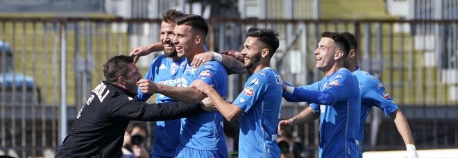 Focolaio di Covid all'Empoli: 16 positivi nel gruppo squadra. «In cinque lo avevano già avuto»