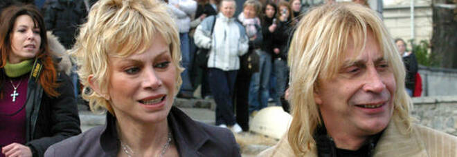 Carmen Russo ed Enzo Paolo Turchi denunciati dai domestici per violenza e sfruttamento del lavoro irregolare