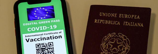 Green pass europeo approvato per viaggi dal 1 luglio: a chi basta una sola dose, bambini e minori. Come funziona