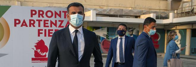 Covid, Bari anticipa le restrizioni: «Chiusure alle 19 per tutte le attività commerciali»
