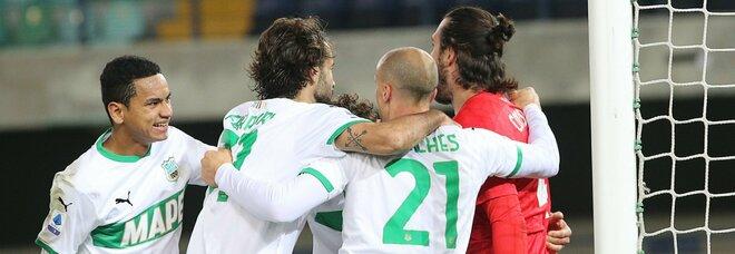 Sassuolo da urlo, 2-0 al Verona e primo posto in classifica