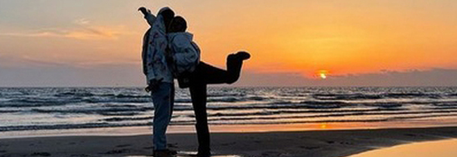 Ultimo, il post al tramonto con la nuova fidanzata Jacqueline Luna Di Giacomo. E' la figlia di Heather Parisi