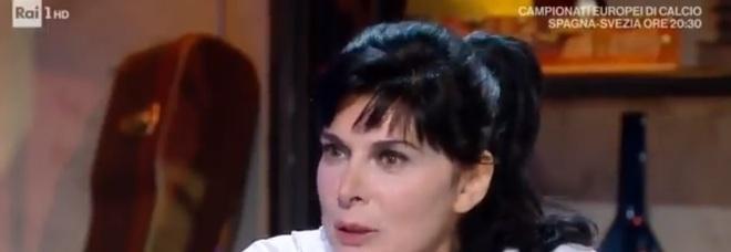 """Mariangela D'Abbraccio a """"Oggi è un altro giorno"""": «La love story con Enrico Ruggeri, l'incontro con Albertazzi»"""