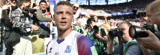 Premier League choc, calciatore arrestato per reati sessuali su minori. I media inglesi: «È Sigurdsson dell'Everton»