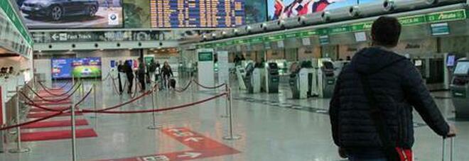 Annullato un volo dall'India per Fiumicino con 250 persone. L'assessore del Lazio chiede «blocco totale»