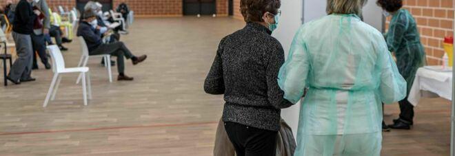 Vaccini Lazio, tocca ai 60-61enni da questa notte: dove e come prenotare