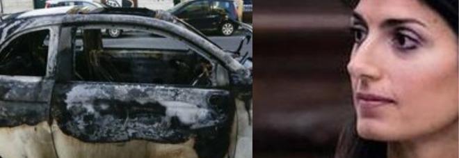Roma, Virginia Raggi alla ragazza-coraggio a cui hanno bruciato l'auto: «Sei un esempio e non sei sola»