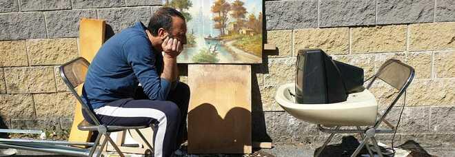 """La """"street art"""" di Montani: «Trasformo i rifiuti più bizzarri di Roma in installazioni artistiche»"""