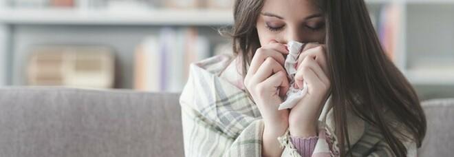 Variante Delta, quali sono i sintomi: «Mal di testa e gola, naso che cola: sembra un raffreddore»