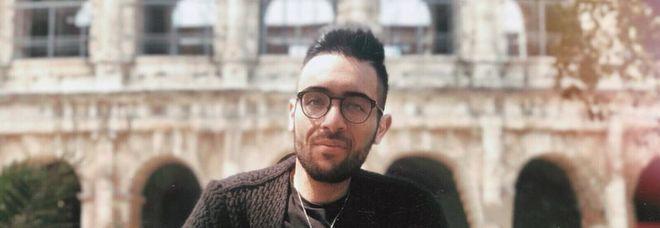 Vergogna Roma, disabile bloccato sotto la metro: tutti gli ascensori rotti. «Ho perso l'esame all'università. Ero in trappola sotto la stazione»
