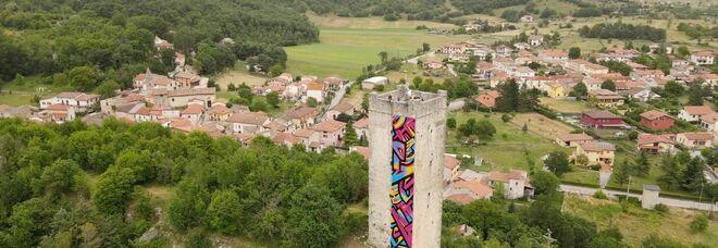 Birra del Borgo festeggia le 16 candeline e rilancia Borgorose colorando la Torre di Torano