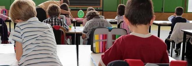 Risultati immagini per maestra in classe