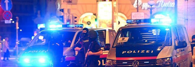 Vienna, Macron: «Attacco all'Europa, non ci arrenderemo». Conte: «Non c'è spazio per l'odio»