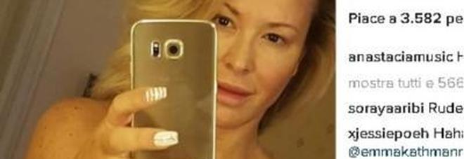 Anastacia pubblica un selfie nuda e sorprende i fan ecco il motivo foto - Nuda allo specchio ...