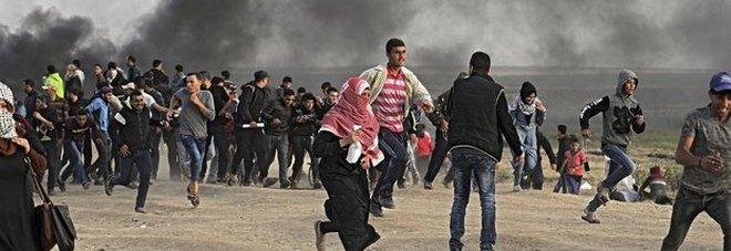 Gaza, scontri tra israeliani e Hamas. Lanci di pietre con le catapulte