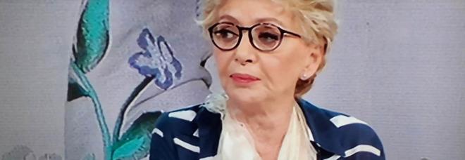 Paura per Enrica Bonaccorti: «Ho avuto un incidente, ho visto il braccio staccarsi». Serena Autieri commossa