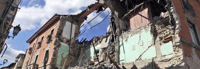 Teramo anziana terremotata rimane senza casa stroncata da malore per la disperazione italia - Casa senza fondamenta terremoto ...