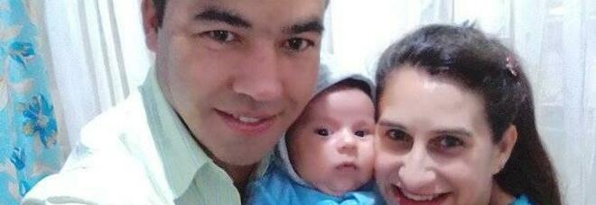 Avvelena il cibo della moglie mentre allatta il figlio e uccide entrambi: «Non accettava che lei volesse lasciarlo»
