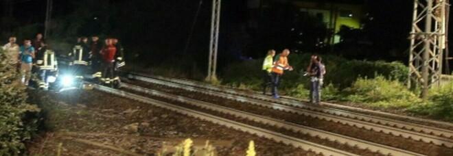 Venezia, cane gli scappa sui binari: 33enne lo insegue e viene travolto dal treno davanti alla fidanzata