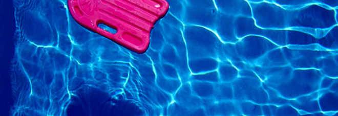 In piscina per prendere il pallone morto un 13enne grave for Piscina cuneo