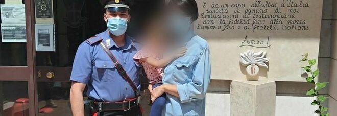 Bimba salvata dai carabinieri nell'asilo allagato a Roma: l'incontro in caserma FOTO