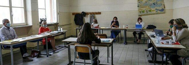 L'infettivologo Andreoni: «Mascherina a scuola inattuabile, dovremo controllare i focolai in classe»