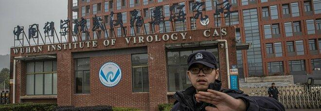 Wuhan, coronavirus creato in laboratorio? Ecco tutti gli indizi (e le false piste) sull'origine del Covid